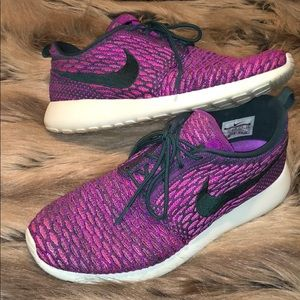 NIKE Roshe Flyknit size 9 in Multi Purple and Pink